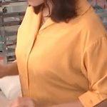 【GIF画像】生放送中、女子アナのお●ぱいが突然膨張し始める放送事故が発生wwwwwwwwww
