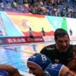 【画像】イタリアの水球選手が抱き合う写真が超エ□いと話題に!