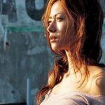 【画像】女優の真木よう子さん、細身なのに巨.乳すぎると話題に!