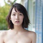 【乳揺れGIF】吉岡里帆さん、さすがにお●ぱいがデカすぎる!