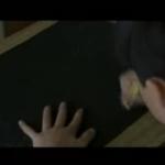 【動画】衝撃のCMから20年…ひたすら画用紙を黒く塗りつぶす子ども…そろそろ、子どもの想像力を奪うのはやめませんか?